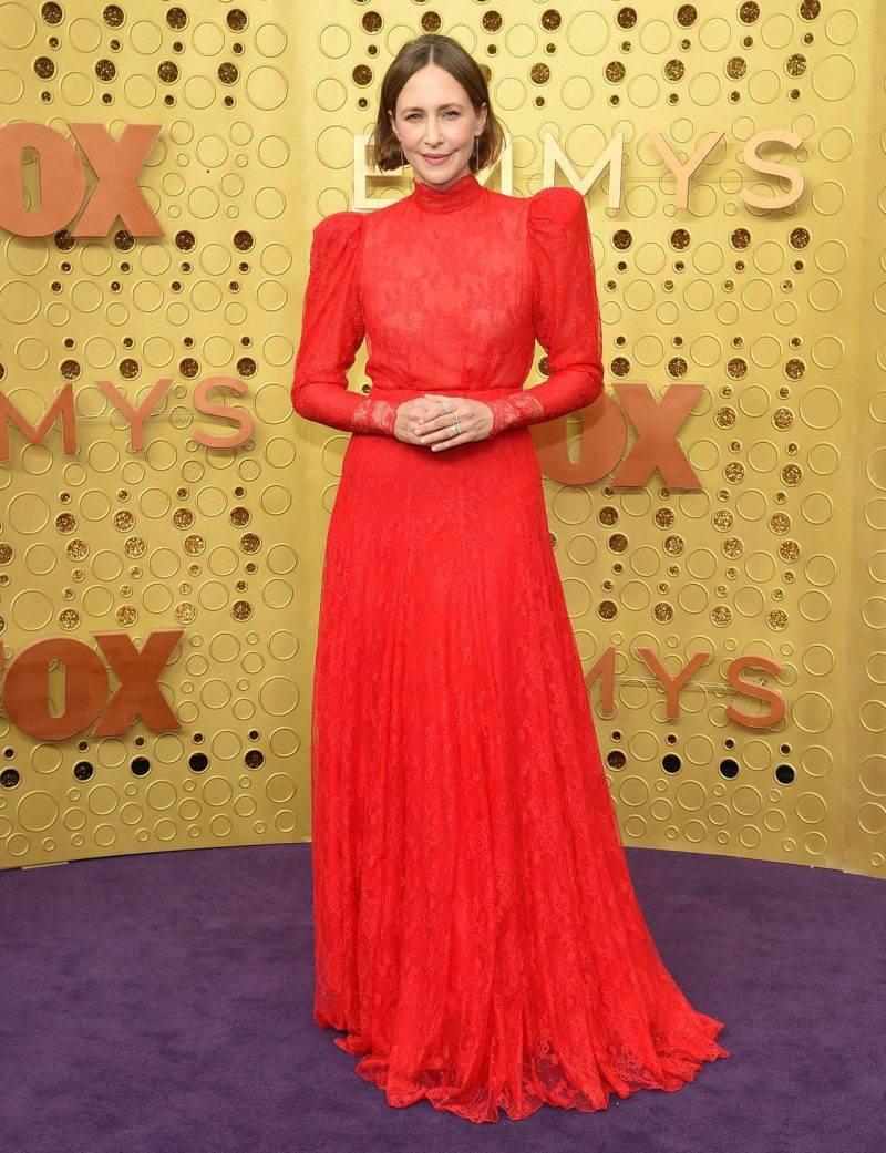 Vera Farmiga på röda mattan på Emmy Awards 2019