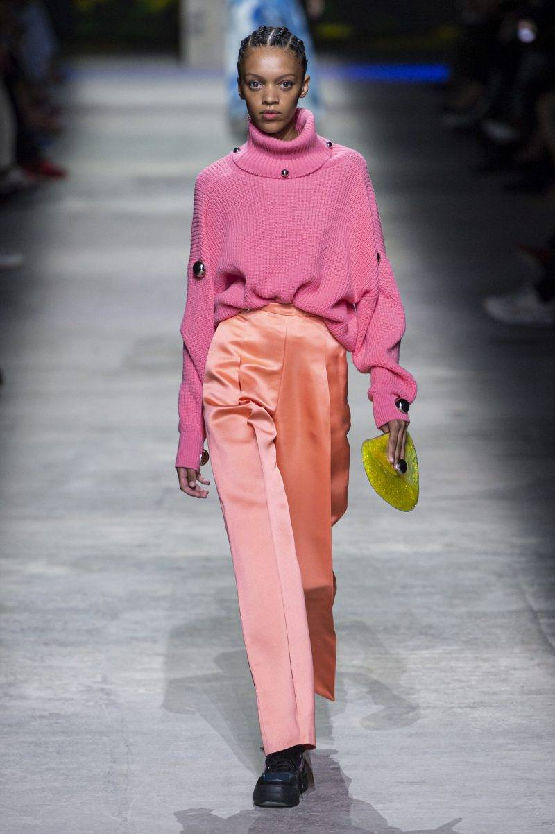 Christopher Kanes visning på London Fashion Week SS20, rosa outfit