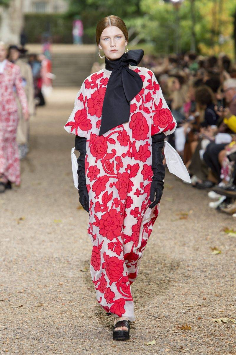 Erdem på London Fashion Week SS20, storblommig långklänning