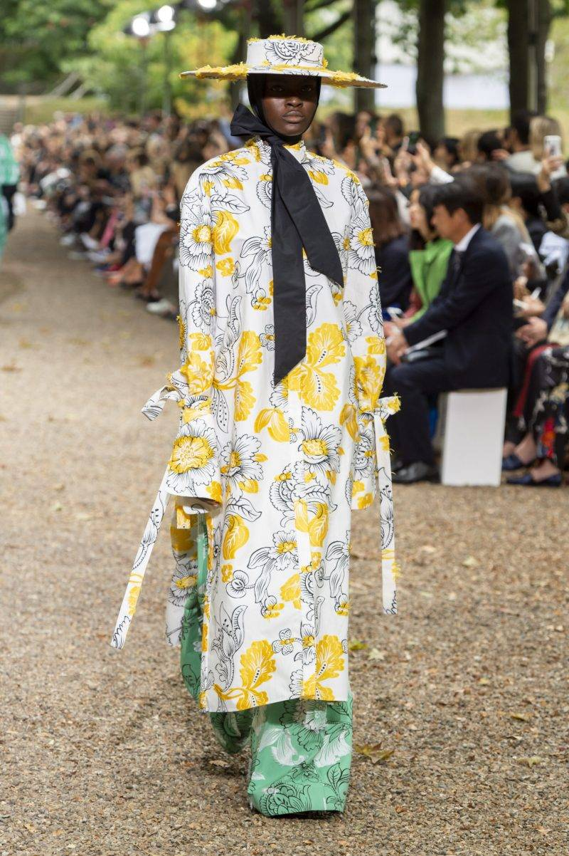 Erdem på London Fashion Week SS20, blommig långklänning
