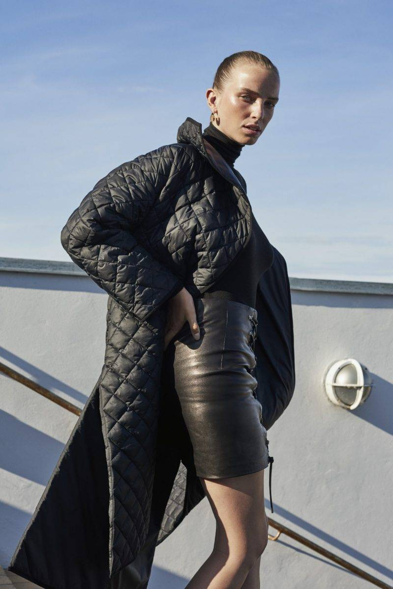 Hösttrend 2019, styla med skinnplagg - hel svart läderoutfit