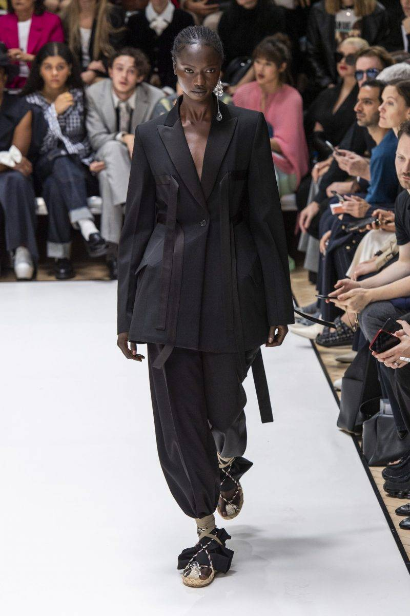 JW Anderson på London Fashion Week SS20, svart kostym