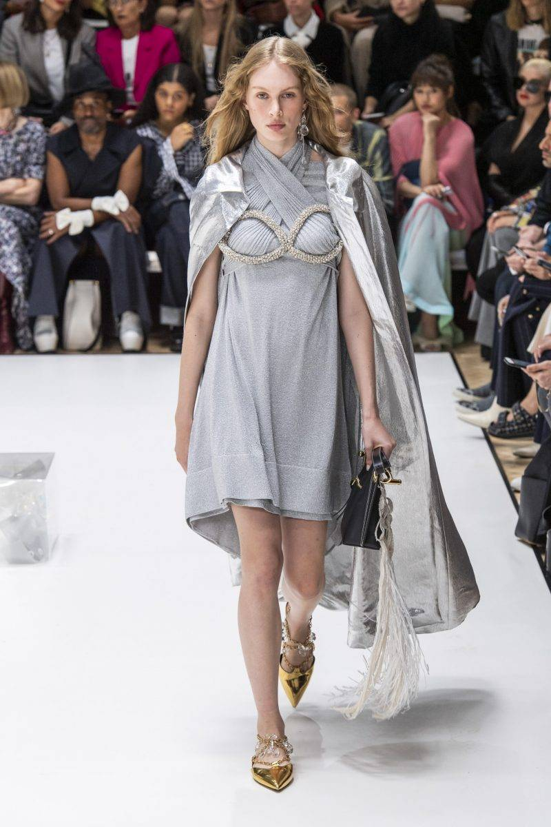 JW Anderson på London Fashion Week SS20, silvergrå klänning