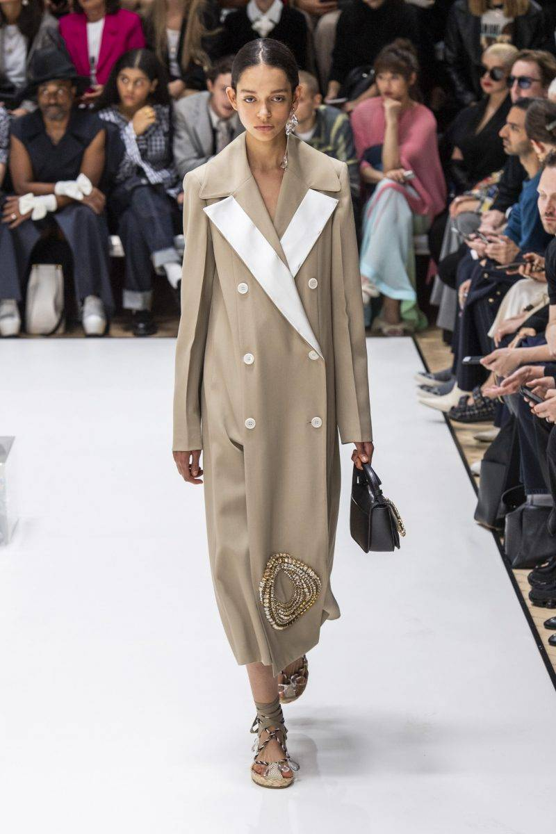 JW Anderson på London Fashion Week SS20, beige kappa