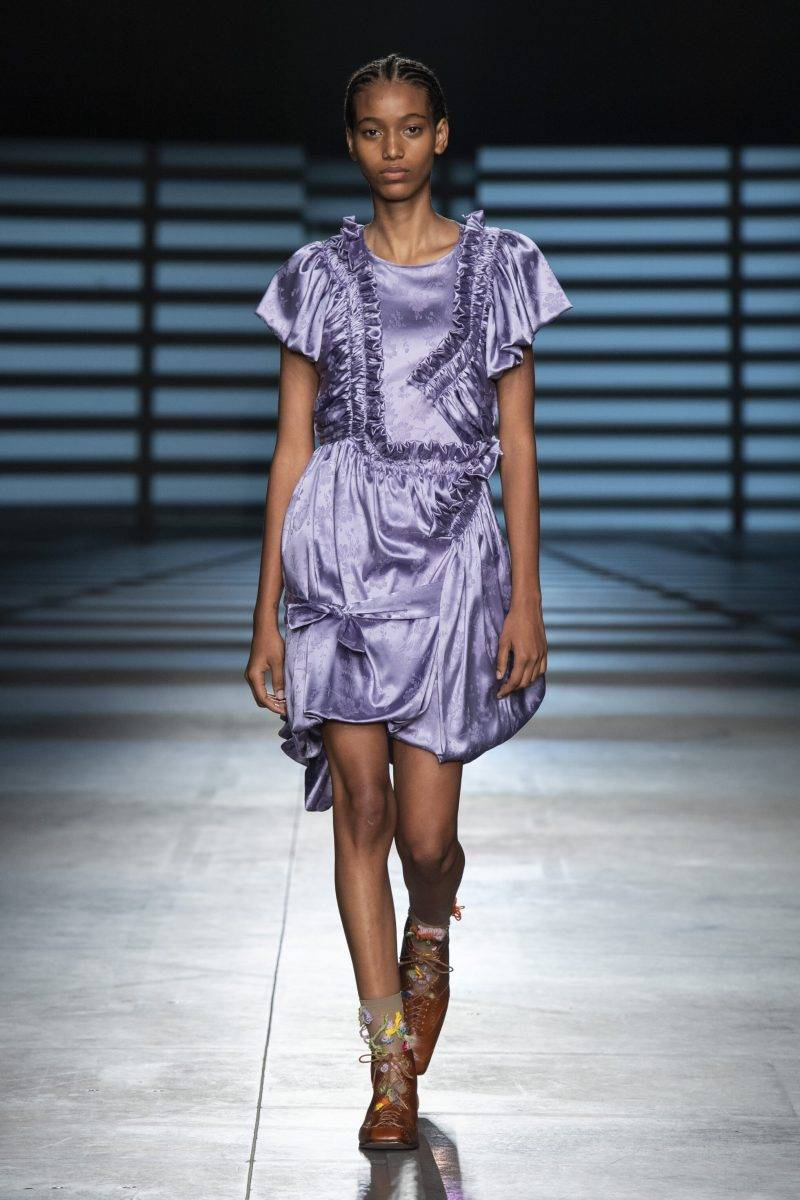 Preen by Thornton Bregazzi på London Fashion Week SS20, lila outfit