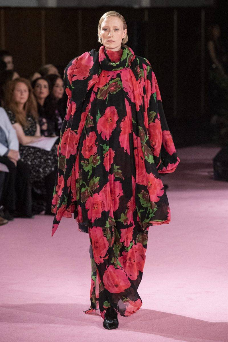 Richard Quinn på London Fashion Week SS20, storblommig klänning med rosor