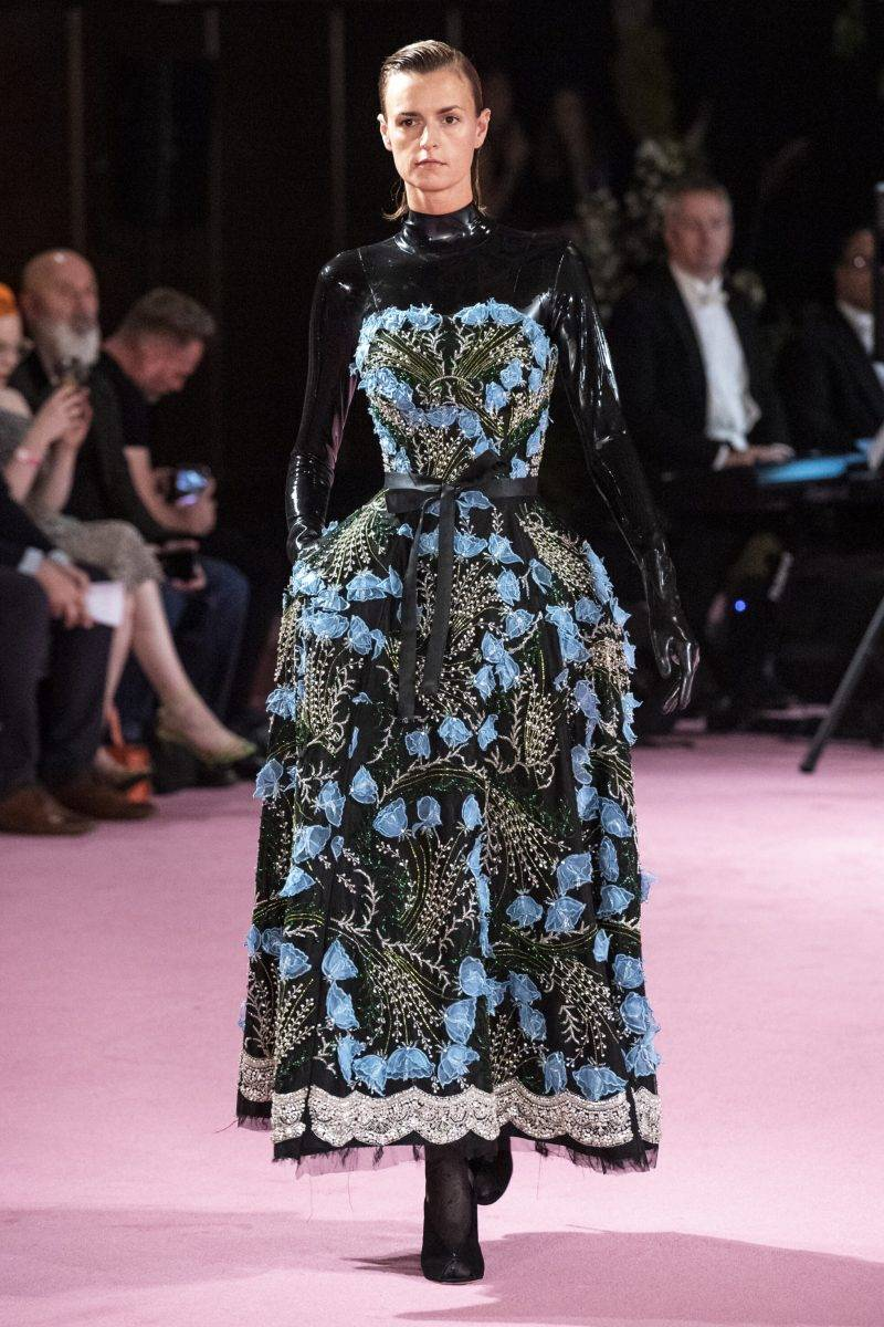 Richard Quinn på London Fashion Week SS20, storblommig klänning