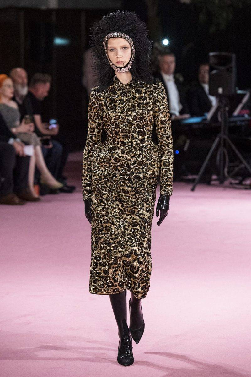 Richard Quinn på London Fashion Week SS20, leopardmönstrad långklänning