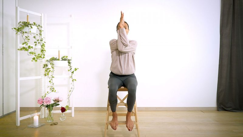 Yoga med Johanna – stretch för skuldran