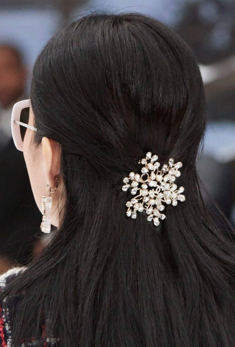 Chanel FW19. Vackert pärlspänne från Chanels AW19-visning. Foto: Chanel