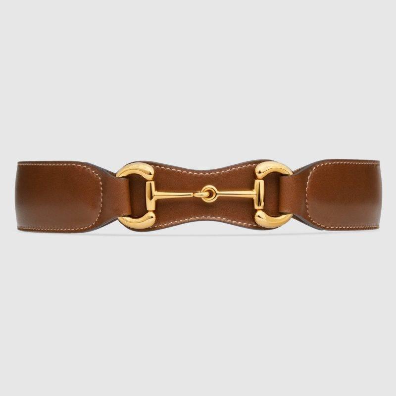 Snyggt och modernt bälte från Gucci som ger det lilla extra till din look.