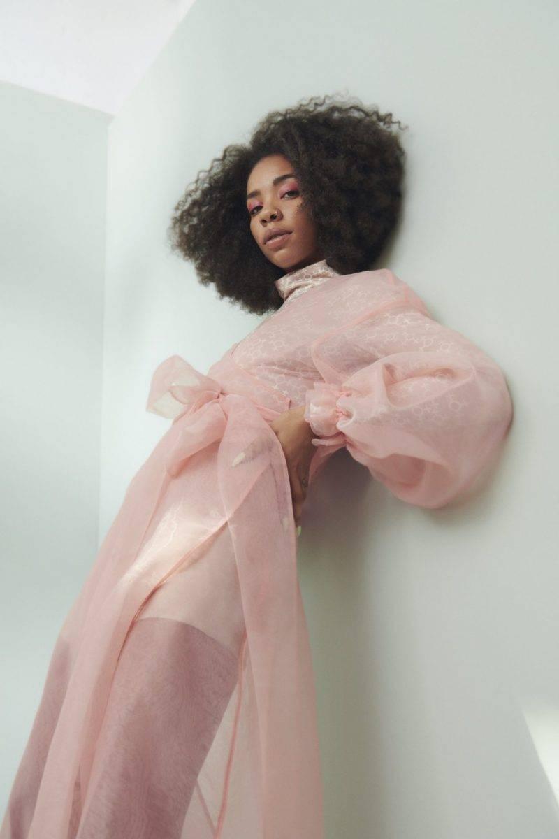 Rosa transparant klänning från Gina tricot x Aéryne