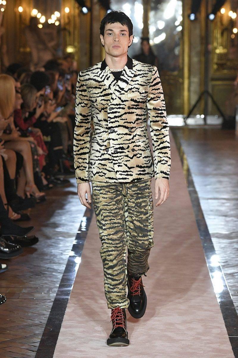Tigermönstrad look från Giambattista Valli x H&M.
