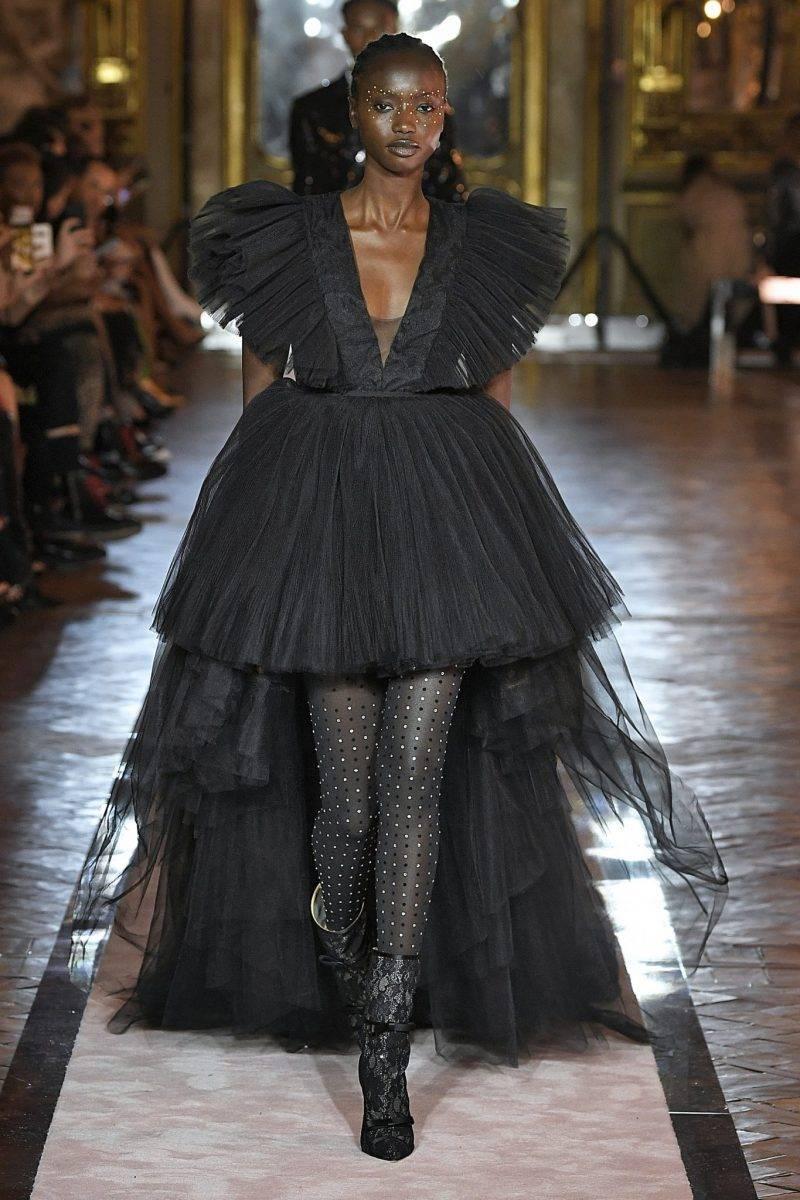 Svart lång tyllklänning Giambattista Valli x H&M.