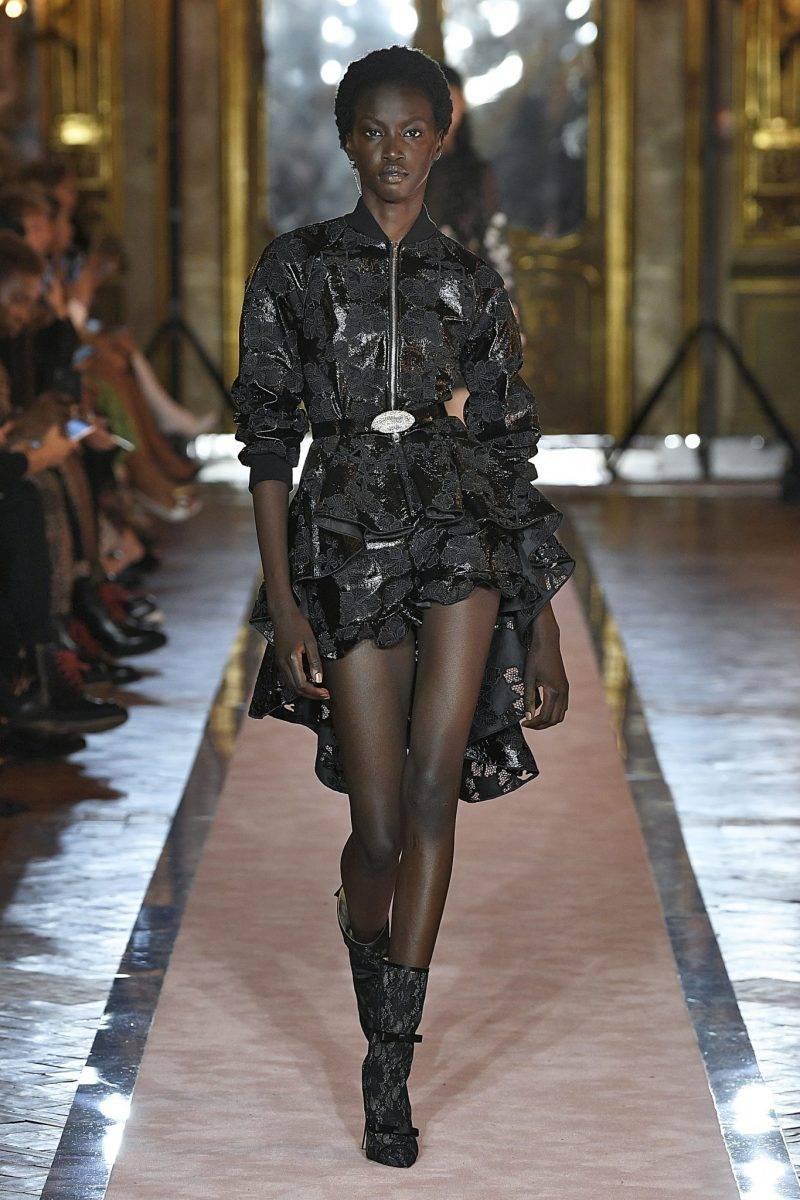 Kortare klänning i svart med volanger, Giambattista Valli x H&M.