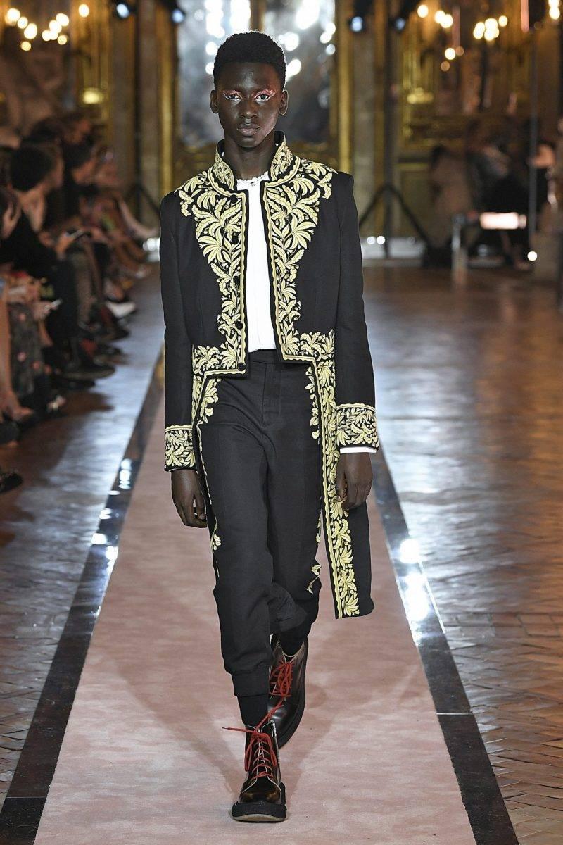 Svart skräddad look med gulddetaljer Giambattista Valli x H&M.