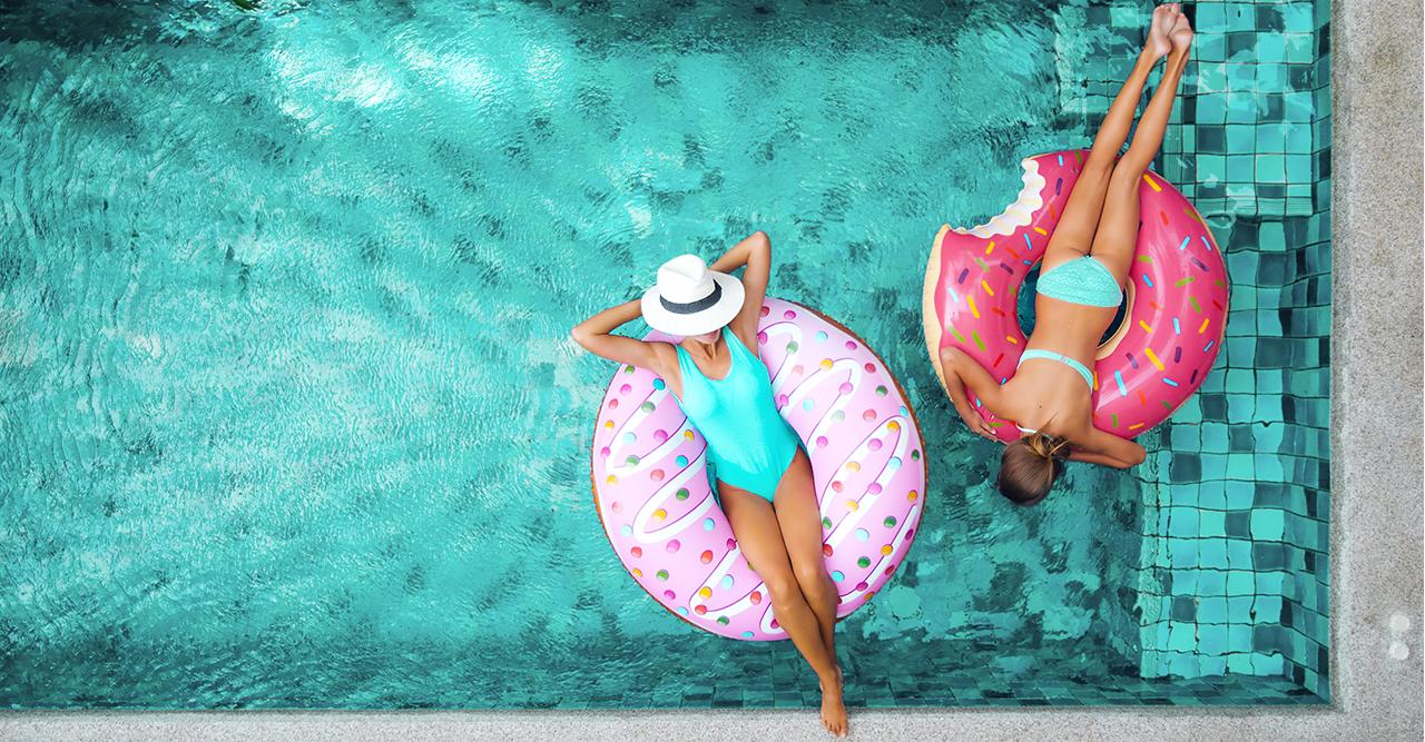 Drömjobbet: Åk på semester med hela familjen – och få betalt!