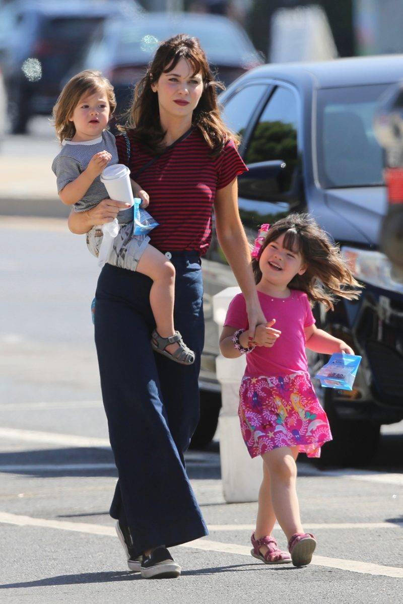 Zooey Deschanel med barnen