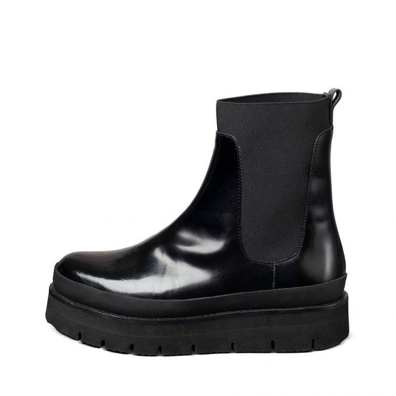 Boots i kraftigt polerat läder från Minimarket.