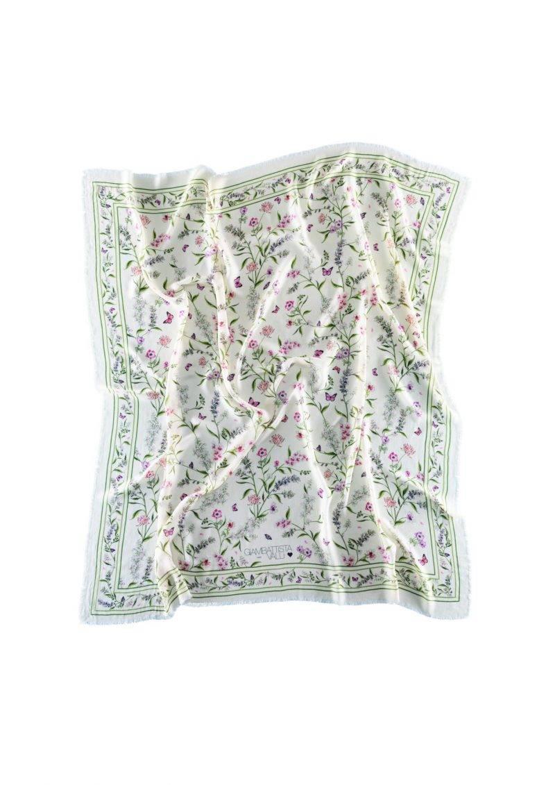 Vacker blommig sjal med vit bas från Giambattista Valli x H&M. Klicka hem den här.