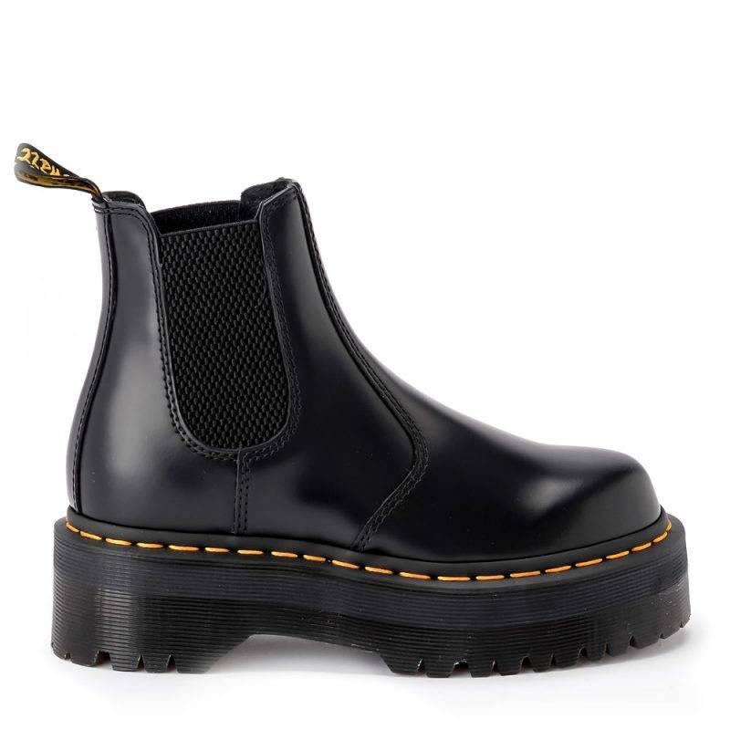Boots med hög plattform från Dr.Martens.