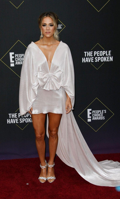 Jana Kramer på röda mattan på People's Choice Awards 2019