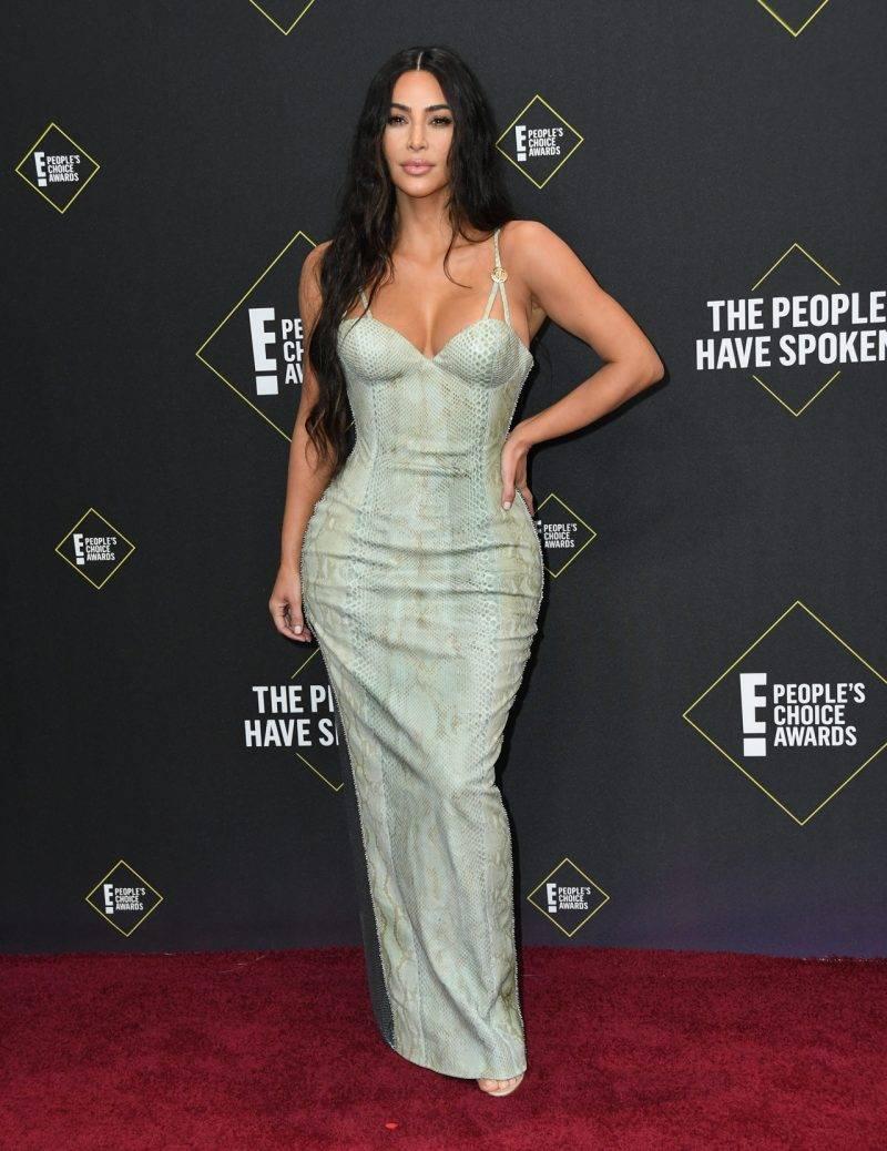 Kim Kardashian på röda mattan på People