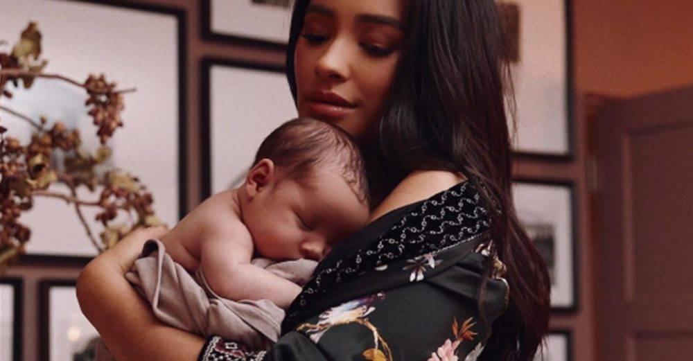 Shay Mitchell tillsammans med sin dotter Atlas Noa