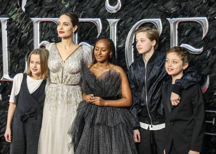 Angelina Jolie med fyra av sina sex barn på premiären av nya filmen Mistress of Evil.