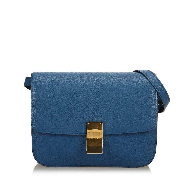 En mörkblå dröm att hitta på andrahandsmarknaden är classic box bag från Céline.