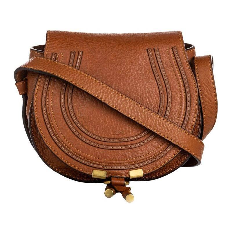 En vintage axelremsväska från Chloé i en vacker rostad nyans av brunt.