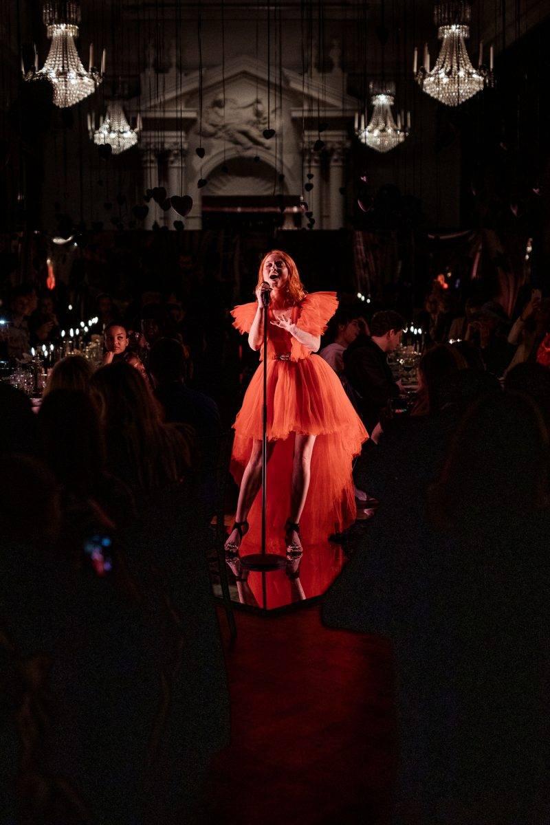 Zara Larsson uppträdde på lanseringen av Giambattista Valli x H&M i Stockholm