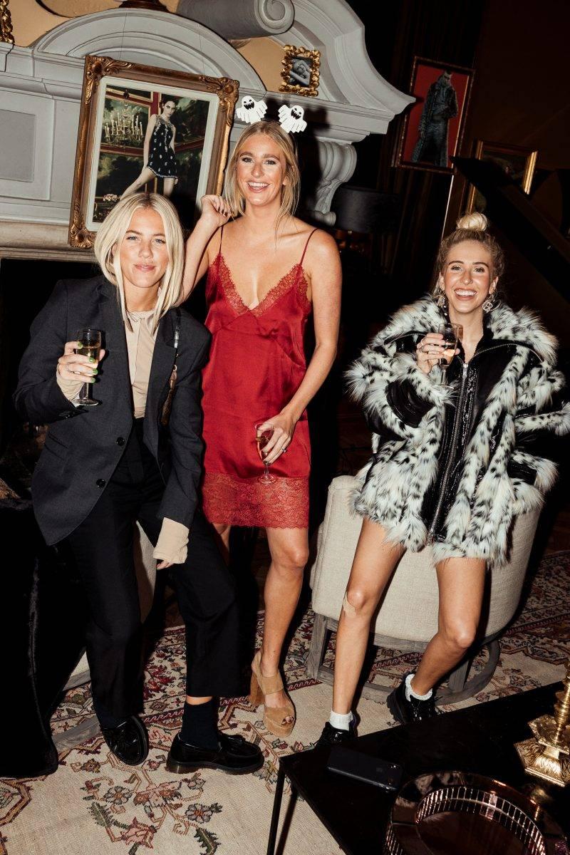 Systrarna Philippa, Penny och Peg Parnevik på lanseringen av Giambattista Valli x H&M