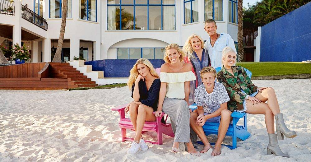 Familjen Parnevik säljer huset