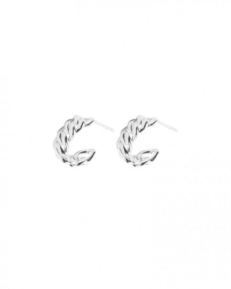 Hoop-örhängen i stilren flätad design från C by C.