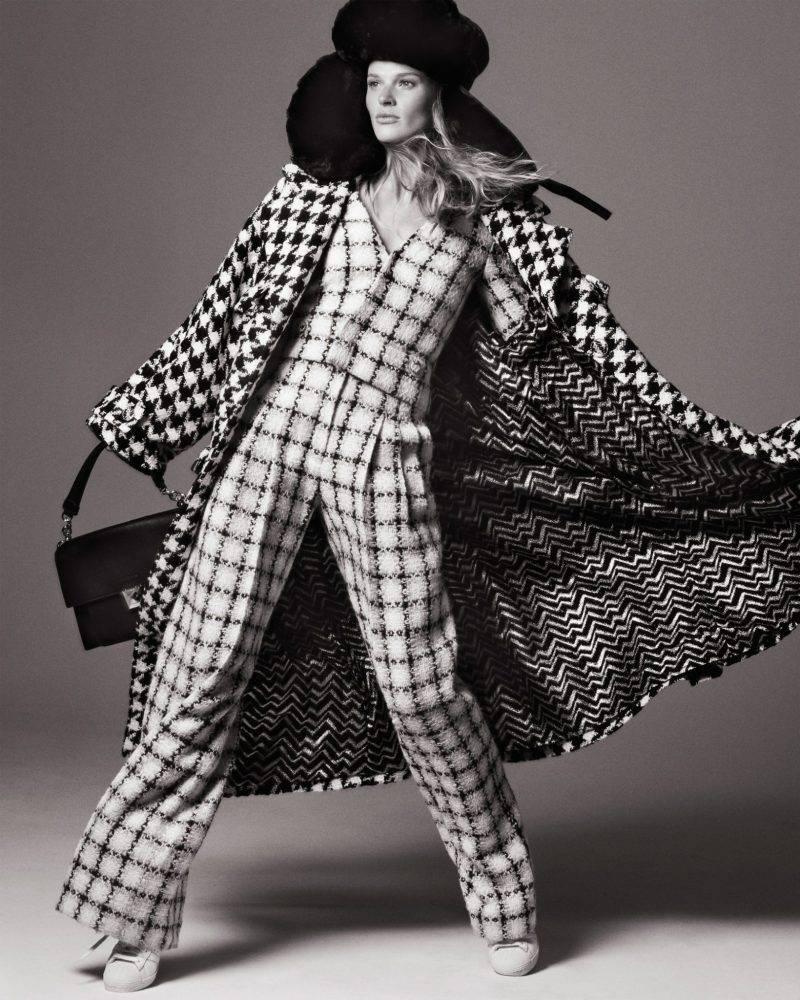 Lång tweedkappa i svart och vitt från Chanel