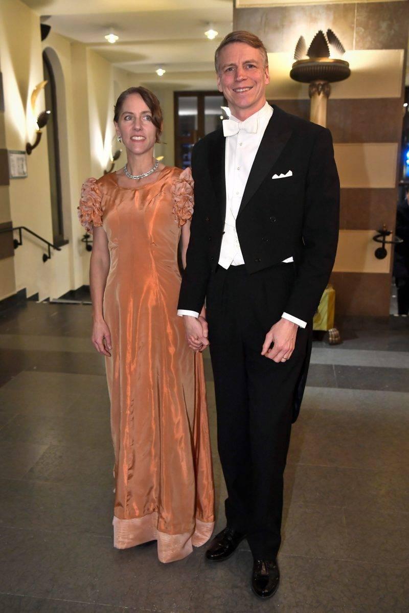 Finansmarknads- och bostadsminister Per Bolund med sin sambo Åse Åhlstrand på Nobel 2019