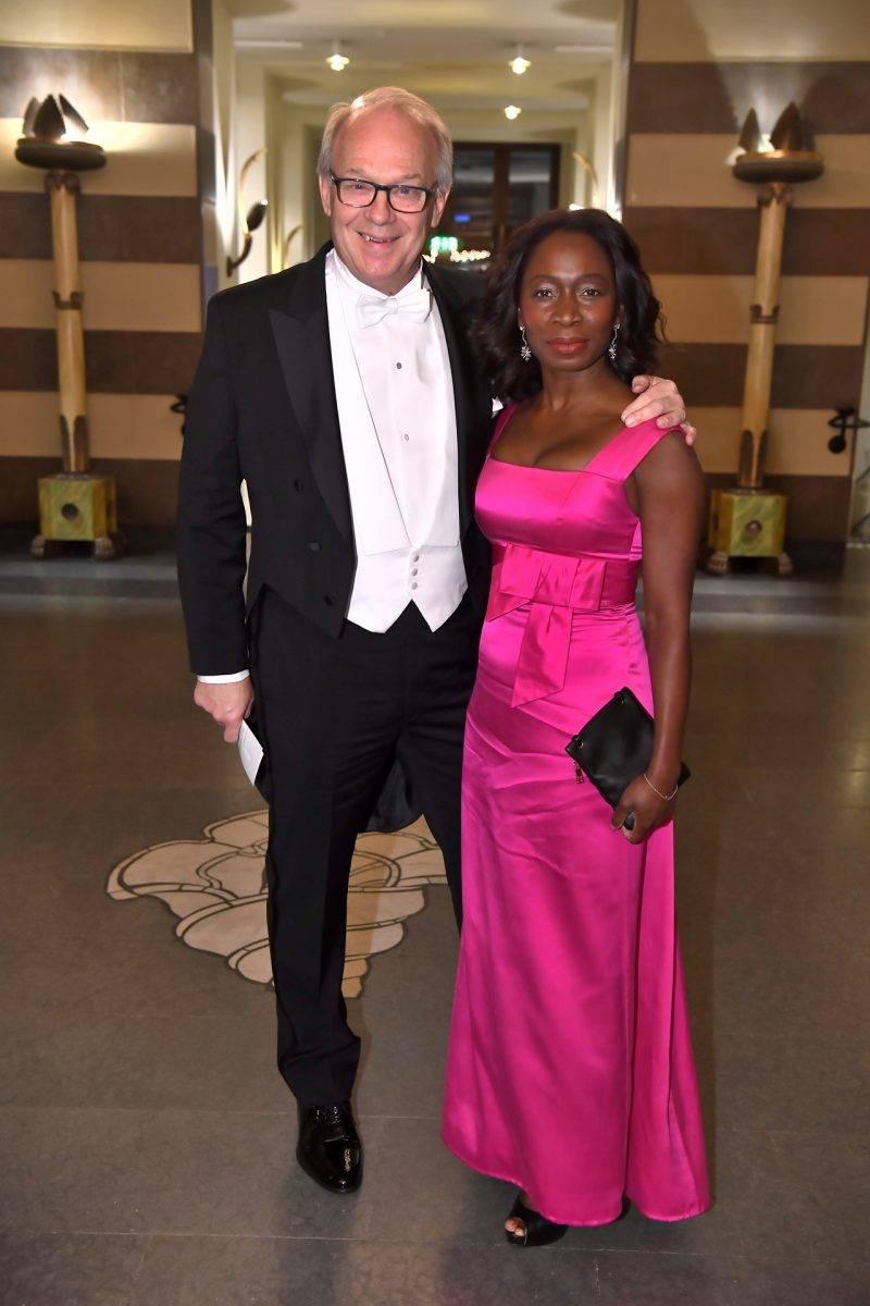 Nyamko Sabuni med sin man Lennart Persson på Nobel 2019
