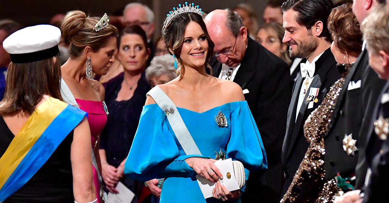 Se prinsessan Sofias blå sidendröm på Nobelfesten