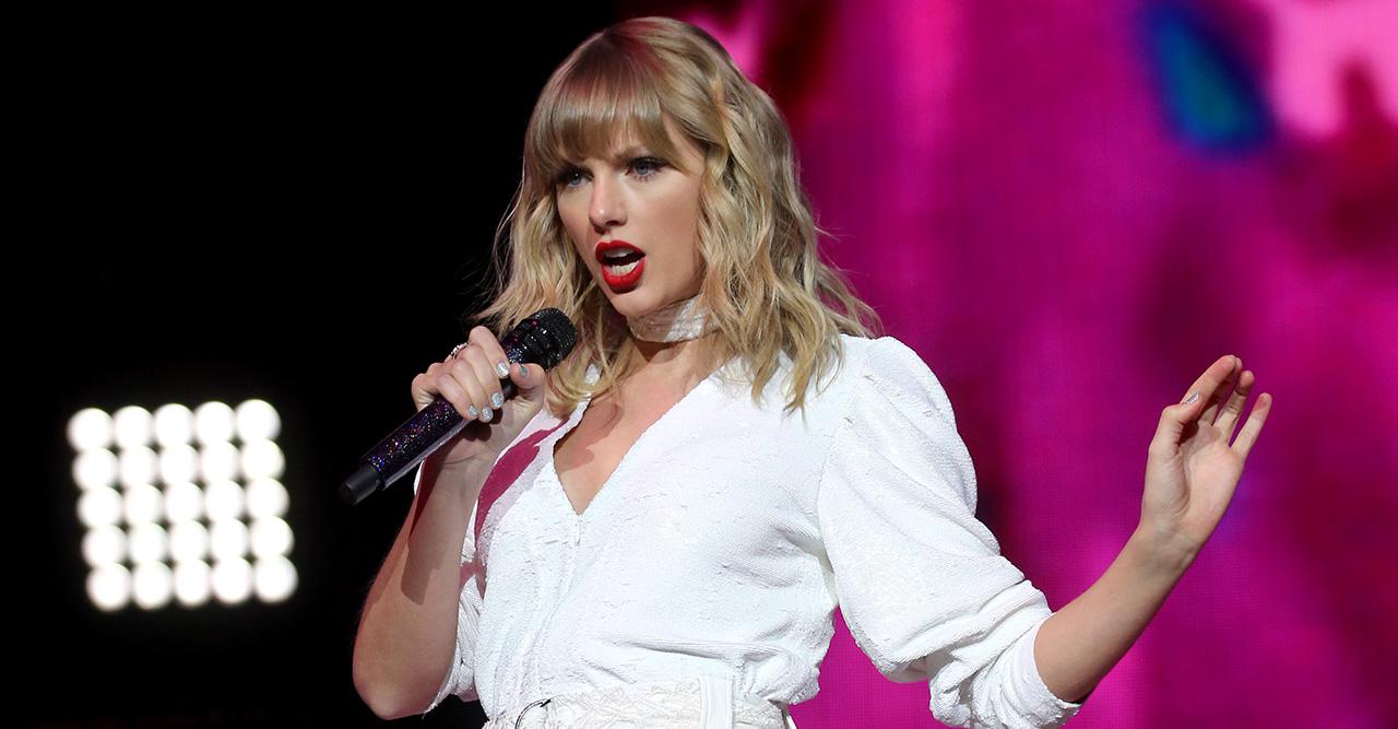 Se Taylor Swift som barn i musikvideon Christmas Tree Farm