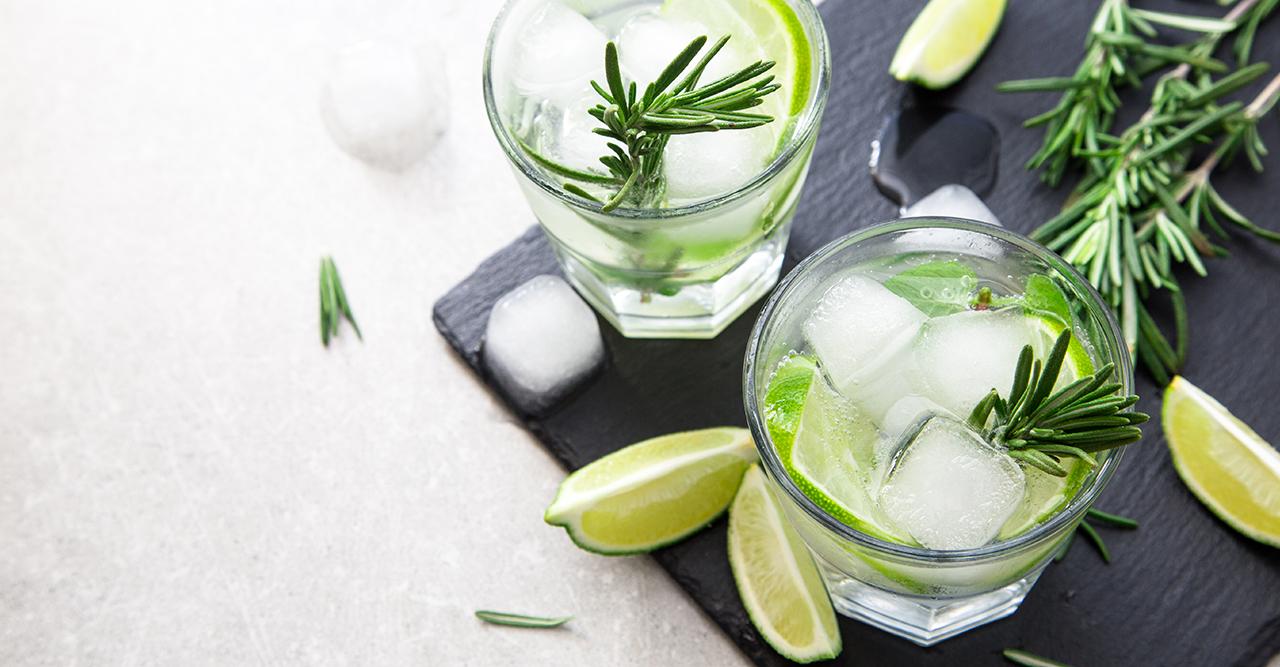 Gin & Tonic spetsad med glögg – så gör du årets juligaste GT