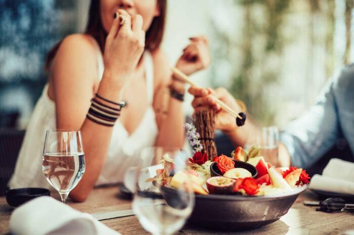 Kvinna som äter