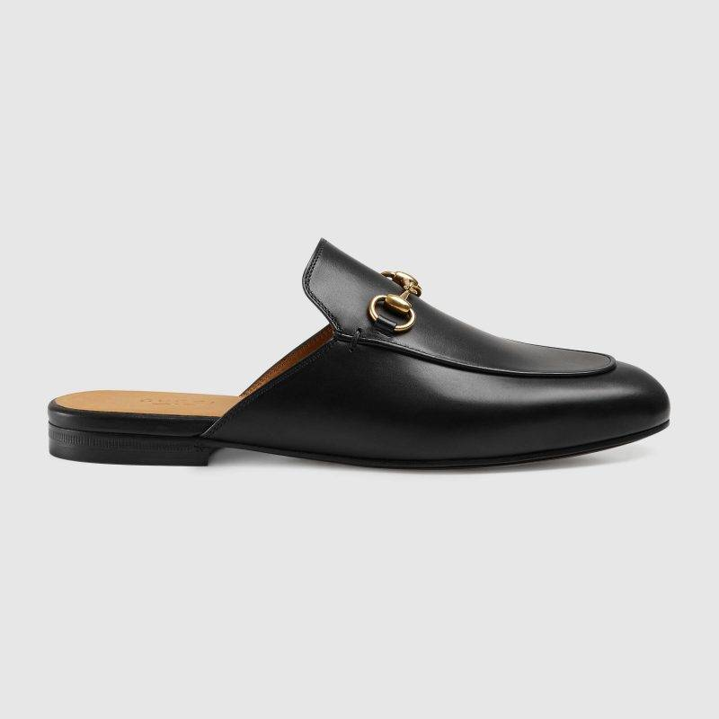 En klassisk slip-in sko från Gucci är skon Princetown leather slipper.