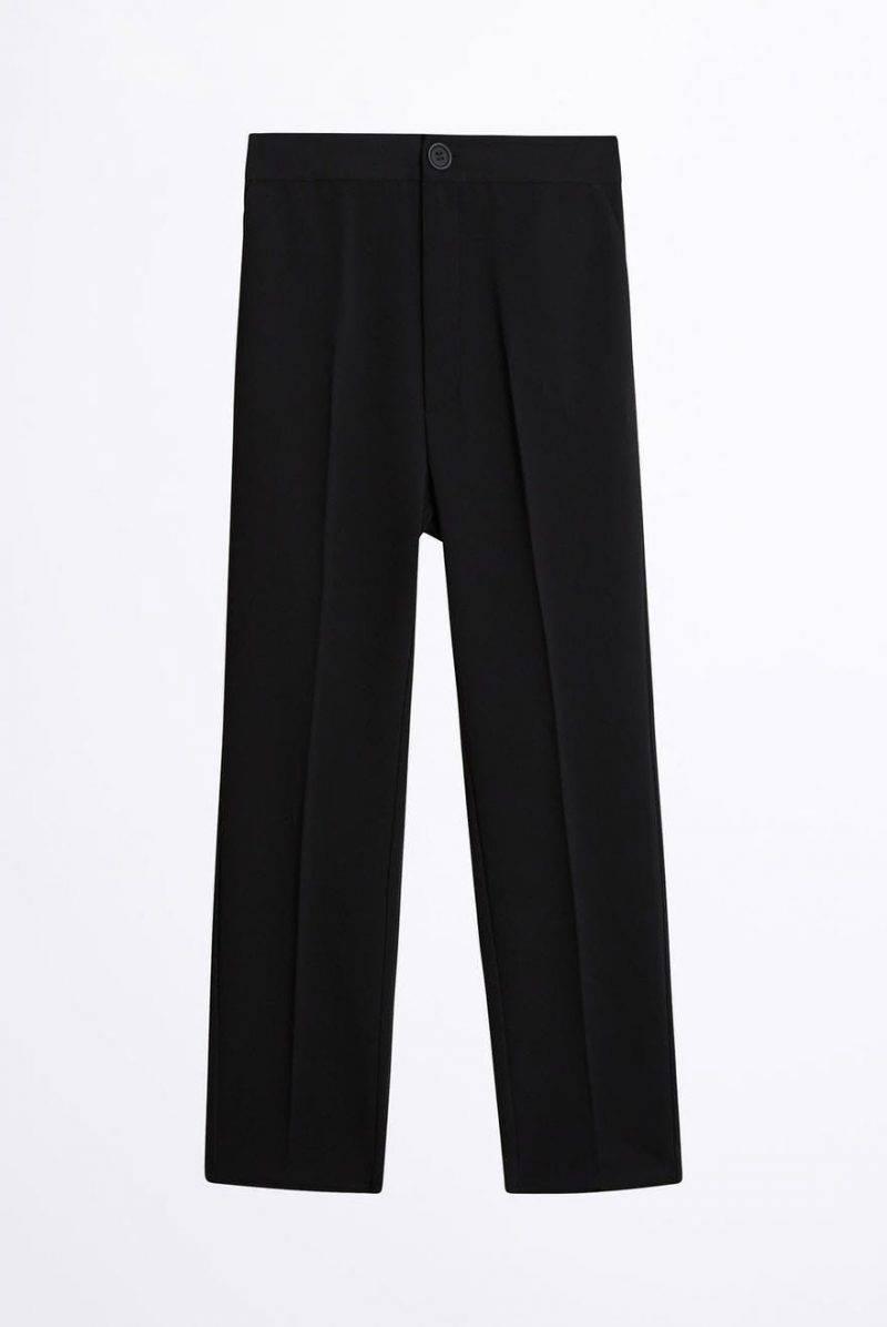 Svarta byxor från Gina Tricot.