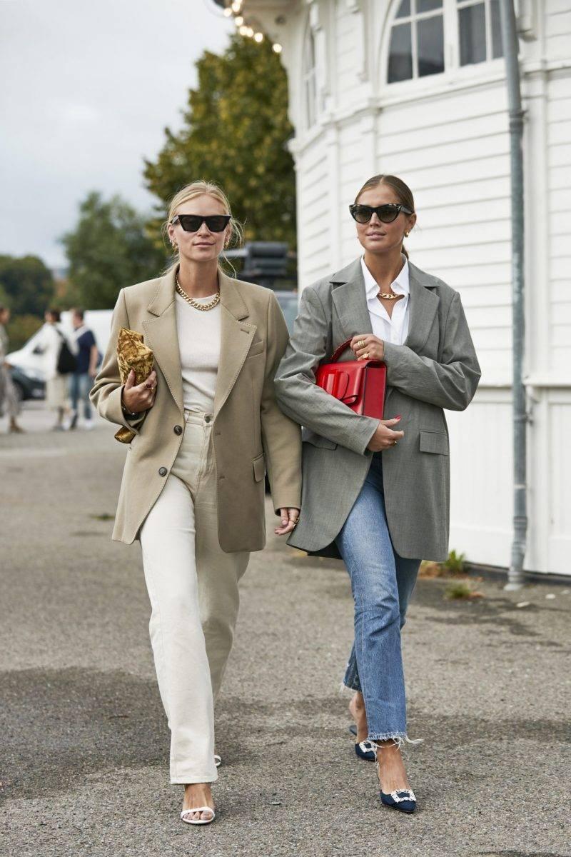Tine Andrea och Darja Barannik i stilrena vår-looks. Streetstyle 2019 Copenhagen Fashion Week.