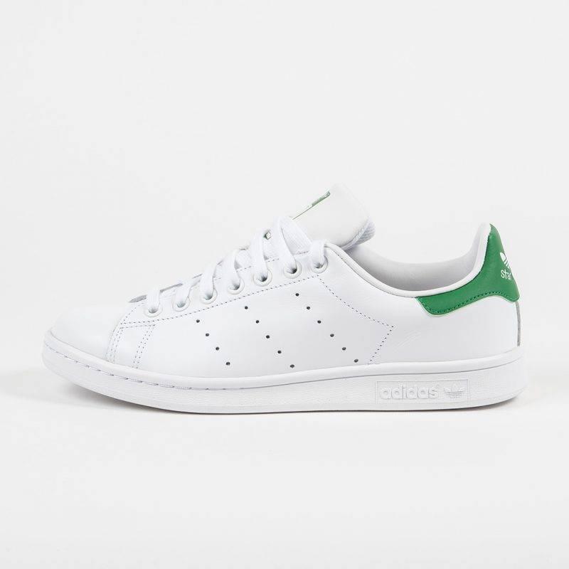 Enkla sneakers Stan Smith från Adidas.