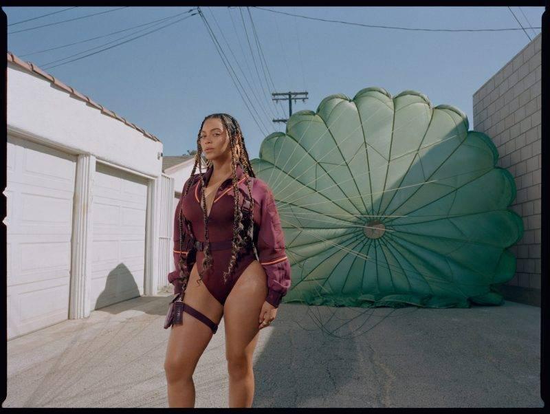 Beyoncé i intervju med ELLE, byxdress Ivy Park x Adidas