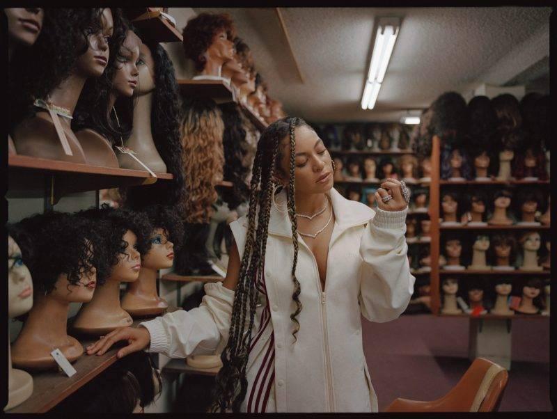 Beyoncé i intervju med ELLE, träningsjacka och byxa från Ivy Park x Adidas