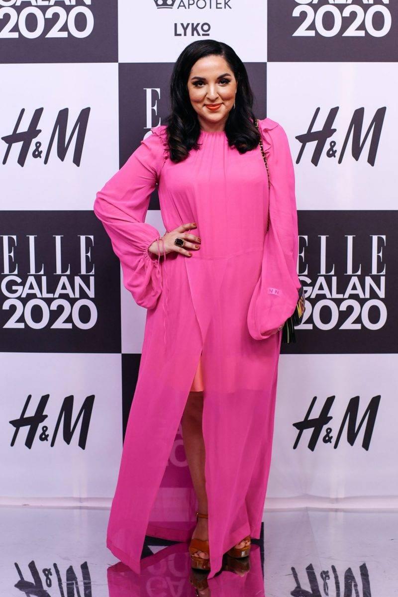 Tara Moshizi på röda mattan på elle-galan 2020
