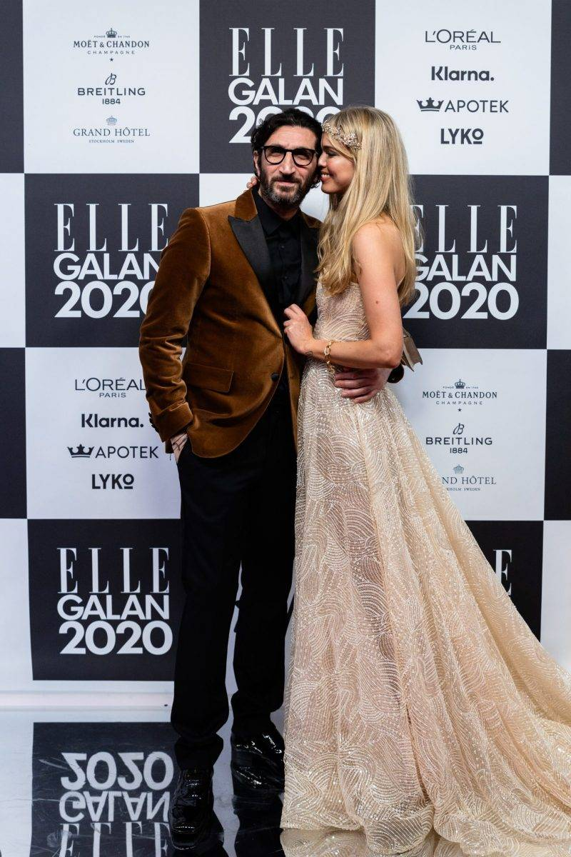Fares Fares och Clara Hallencreutz på röda mattan på elle-galan 2020